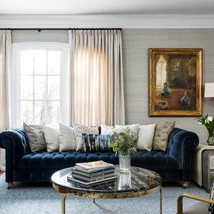 Esempio di un soggiorno chic di medie dimensioni con pareti blu, parquet scuro, camino classico, cornice del camino in legno, nessuna TV e pavimento blu