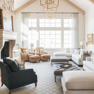 Inspiration för ett stort vintage separat vardagsrum, med ett finrum, vita väggar, ljust trägolv, en standard öppen spis, en spiselkrans i sten och beiget golv
