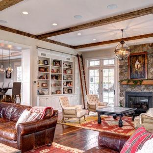 Immagine di un soggiorno vittoriano con pareti bianche e pavimento in legno massello medio