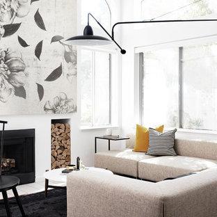 На фото: гостиные комнаты в скандинавском стиле с белыми стенами