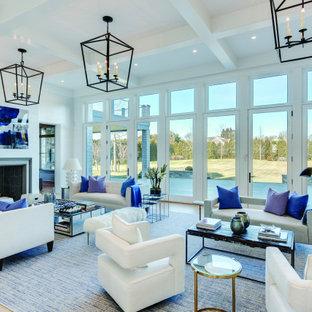 Foto di un ampio soggiorno contemporaneo aperto con pareti bianche, moquette, camino classico, cornice del camino in pietra e pavimento blu