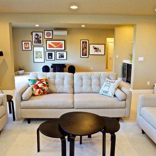 ポートランドの中サイズのコンテンポラリースタイルのおしゃれなLDK (ベージュの壁、カーペット敷き、暖炉なし、テレビなし、ベージュの床) の写真