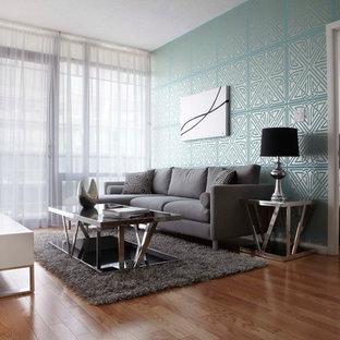 Immagine di un soggiorno contemporaneo di medie dimensioni con pavimento in legno massello medio