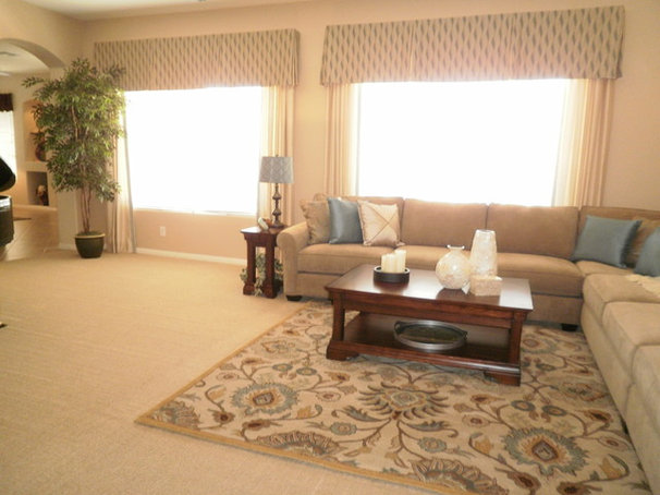 Traditional Living Room Music Room/Living Room