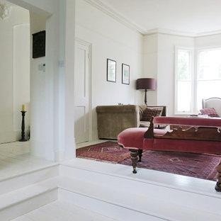 Esempio di un soggiorno vittoriano con pareti bianche e pavimento bianco