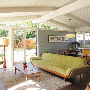 Inspiration för ett retro vardagsrum, med korkgolv