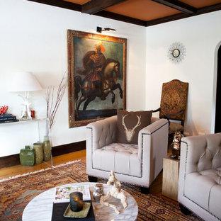 Idéer för ett eklektiskt vardagsrum, med vita väggar