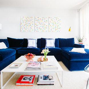 Klassisches Wohnzimmer mit weißer Wandfarbe in San Francisco