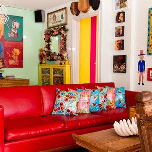 Ispirazione per un soggiorno eclettico chiuso con pareti verdi
