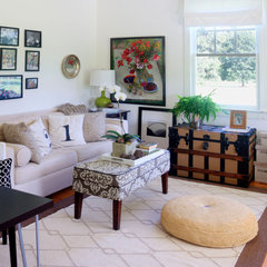 traditional living room by Adrianna Beech