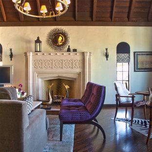 Exemple d'un salon éclectique avec une salle de réception, un mur beige, un sol en bois foncé et une cheminée standard.