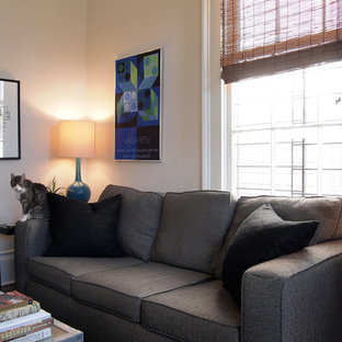 Example of an eclectic living room design in New Orleans