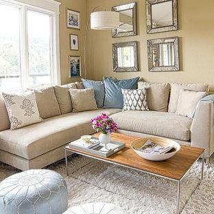 Cette image montre un salon style shabby chic avec un mur beige.