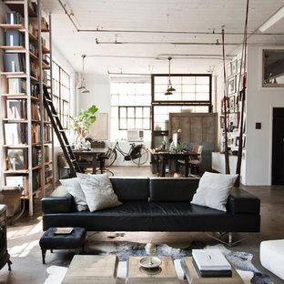 ニューヨークのインダストリアルスタイルのおしゃれなリビング (コンクリートの床、薪ストーブ、グレーの床) の写真