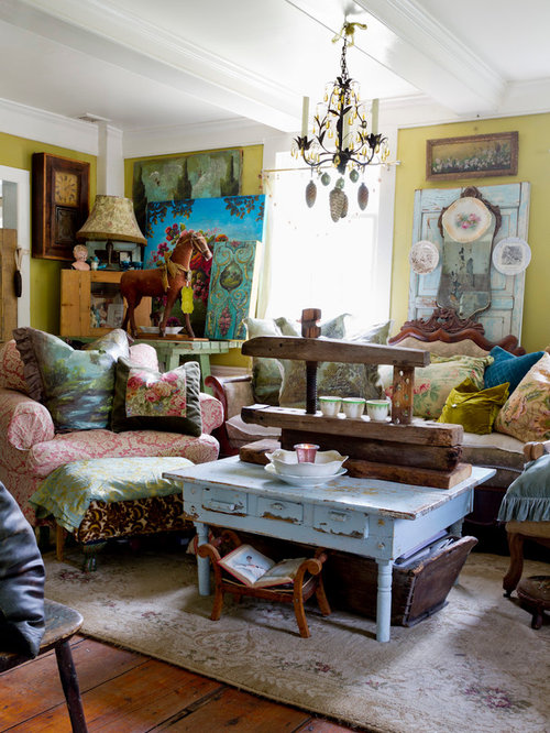 Cottage Chic Living Room Photo In New York