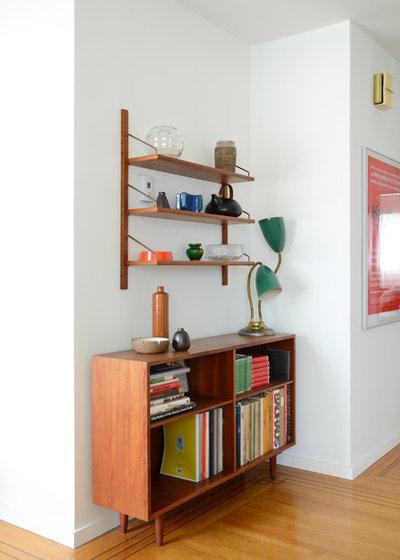 Midcentury Living Room by Jane Vorbrodt