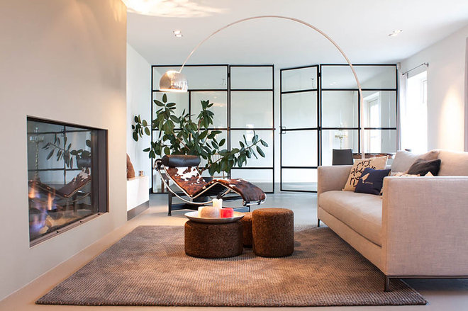 Contemporary Living Room by Louise de Miranda