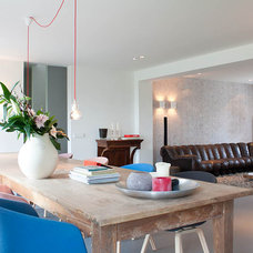 Contemporary Living Room by Louise de Miranda