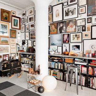 Stilmix Wohnzimmer mit weißer Wandfarbe in New York