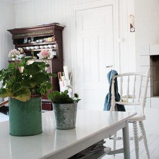 Пример оригинального дизайна: гостиная комната в скандинавском стиле с белыми стенами