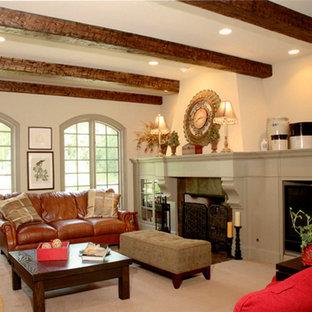 クリーブランドの中サイズのトラディショナルスタイルのおしゃれな独立型リビング (フォーマル、カーペット敷き、標準型暖炉、タイルの暖炉まわり、テレビなし、ベージュの床、ベージュの壁) の写真