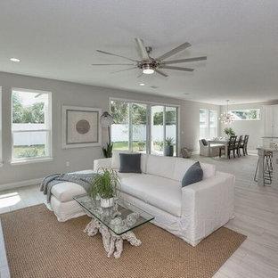 ジャクソンビルの中くらいのビーチスタイルのおしゃれなLDK (フォーマル、グレーの壁、磁器タイルの床、暖炉なし、テレビなし、グレーの床) の写真