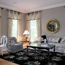 Traditional Living Room by Doreen Schweitzer Interiors, Ltd.