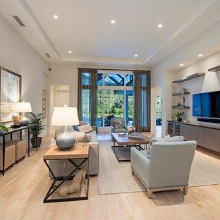 Foto de salón abierto, tradicional renovado, grande, con paredes blancas y televisor colgado en la pared