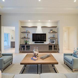 Großes, Offenes Modernes Wohnzimmer mit weißer Wandfarbe, Porzellan-Bodenfliesen und Wand-TV in Miami