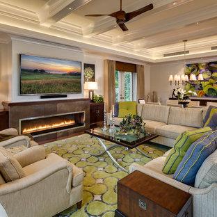Exempel på ett exotiskt allrum med öppen planlösning, med ett finrum, grå väggar, en bred öppen spis, en spiselkrans i trä och en väggmonterad TV