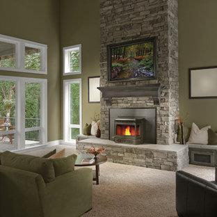 他の地域の広いトランジショナルスタイルのおしゃれなLDK (フォーマル、茶色い壁、カーペット敷き、標準型暖炉、石材の暖炉まわり、テレビなし、ベージュの床) の写真