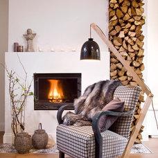 Contemporary Living Room by Designdock Lakberendezés