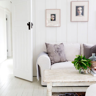 Idee per un soggiorno country chiuso con sala formale, pareti bianche, pavimento in legno verniciato e pavimento bianco