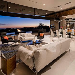 フェニックスの巨大なコンテンポラリースタイルのおしゃれなLDK (茶色い壁、ライムストーンの床、石材の暖炉まわり、壁掛け型テレビ、フォーマル、白い床) の写真