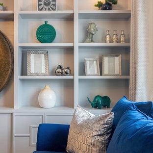 Esempio di un grande soggiorno contemporaneo chiuso con sala formale, pareti beige, pavimento in legno massello medio, camino sospeso e parete attrezzata