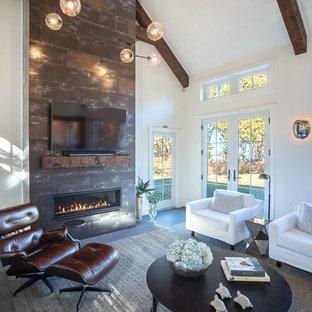 ボストンの中サイズのシャビーシック調のおしゃれなLDK (白い壁、磁器タイルの床、標準型暖炉、タイルの暖炉まわり、壁掛け型テレビ、グレーの床) の写真