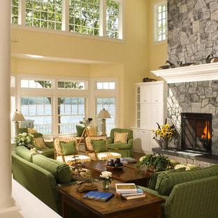 Ispirazione per un soggiorno stile marino con sala formale, pareti gialle, parquet scuro, camino classico e cornice del camino in pietra