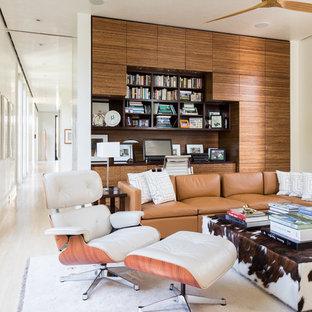 マイアミの中サイズのミッドセンチュリースタイルのおしゃれな独立型リビング (ライブラリー、白い壁、磁器タイルの床、暖炉なし、テレビなし、白い床) の写真