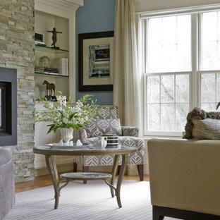 Foto di un soggiorno chic di medie dimensioni e chiuso con sala formale, pareti blu, camino classico e nessuna TV