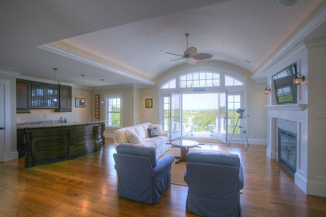 Traditional Living Room by Cape Associates, Inc.