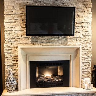Ejemplo de salón para visitas abierto, clásico, de tamaño medio, con paredes marrones, moqueta, chimenea tradicional, marco de chimenea de piedra, televisor colgado en la pared y suelo blanco