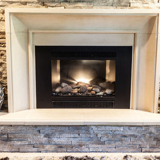 Imagen de salón para visitas abierto, clásico, de tamaño medio, con paredes marrones, moqueta, chimenea tradicional, marco de chimenea de piedra, televisor colgado en la pared y suelo blanco