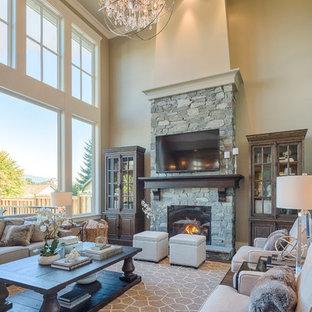 Imagen de salón abierto, clásico, de tamaño medio, con paredes beige, suelo de madera oscura, chimenea tradicional, marco de chimenea de piedra y televisor colgado en la pared