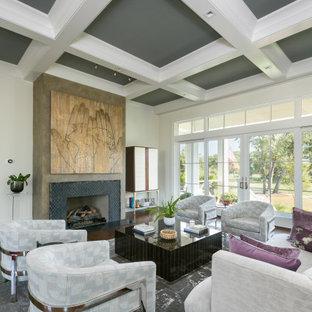 Inspiration för ett funkis allrum med öppen planlösning, med vita väggar, mörkt trägolv, en standard öppen spis och brunt golv