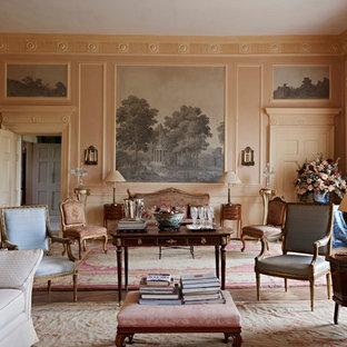 Immagine di un soggiorno classico chiuso con sala formale e pareti rosa