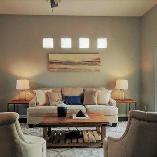 他の地域の小さいサンタフェスタイルのおしゃれなLDK (グレーの壁、濃色無垢フローリング、暖炉なし、テレビなし、茶色い床) の写真
