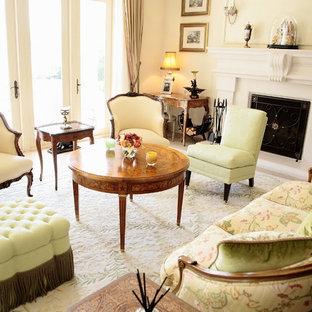 シアトルの中サイズのヴィクトリアン調のおしゃれなLDK (フォーマル、ベージュの壁、標準型暖炉、石材の暖炉まわり、コンクリートの床、テレビなし、グレーの床) の写真