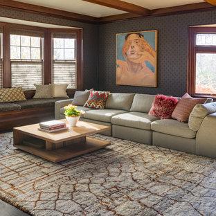 Idées déco pour un salon classique avec un mur gris, un sol en bois foncé et un sol noir.