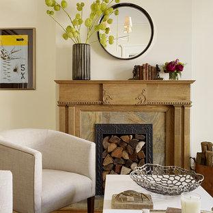 サンフランシスコのトランジショナルスタイルのおしゃれなリビング (標準型暖炉) の写真