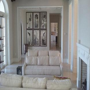 マイアミの中くらいの地中海スタイルのおしゃれな独立型リビング (フォーマル、ベージュの壁、淡色無垢フローリング、標準型暖炉、木材の暖炉まわり、テレビなし、白い床) の写真